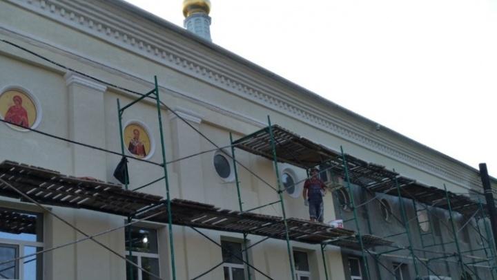 Храм Похвалы Пресвятой Богородицы в Волгограде засияет в вечернее время
