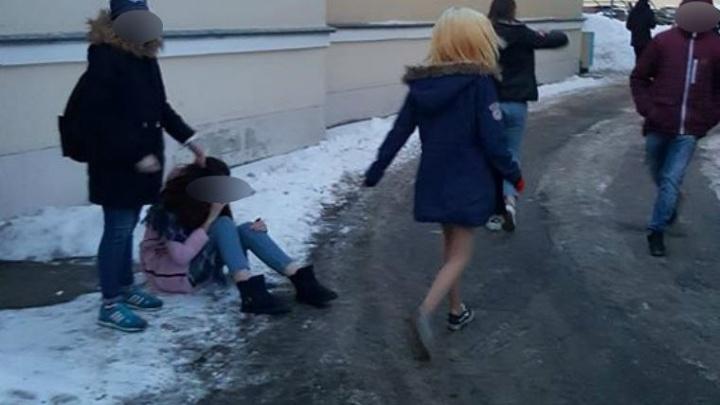 В школу, где учатся дети, устроившие драку в центре Ярославля, нагрянула инспекция
