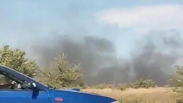 В районе поселка Водстрой в Волгограде тушили крупный пожар
