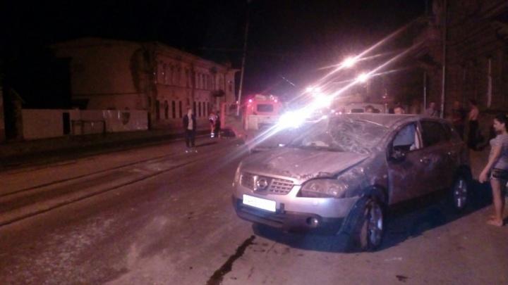 В Самаре на Фрунзе внедорожник снес опору контактной сети трамвая