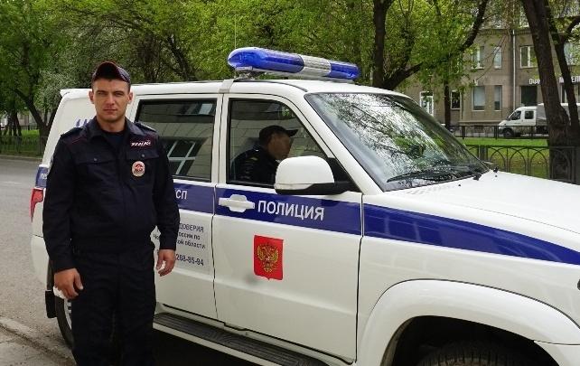 Гостил у родителей: южноуральский полицейский спас на пожаре 81-летнюю пенсионерку