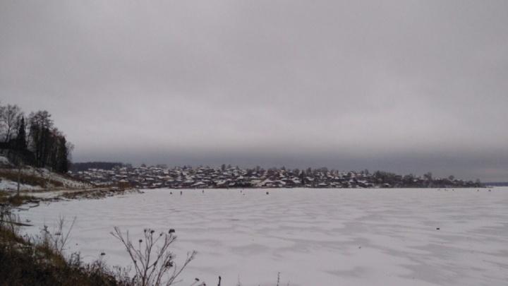 В Добрянке спасатели нашли тело подростка, провалившегося под лед