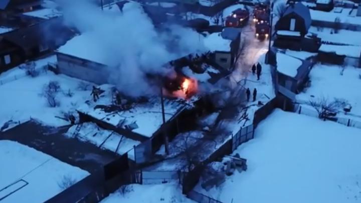 Подробности серьезного пожара в Зареке: частный дом сгорел из-за печки