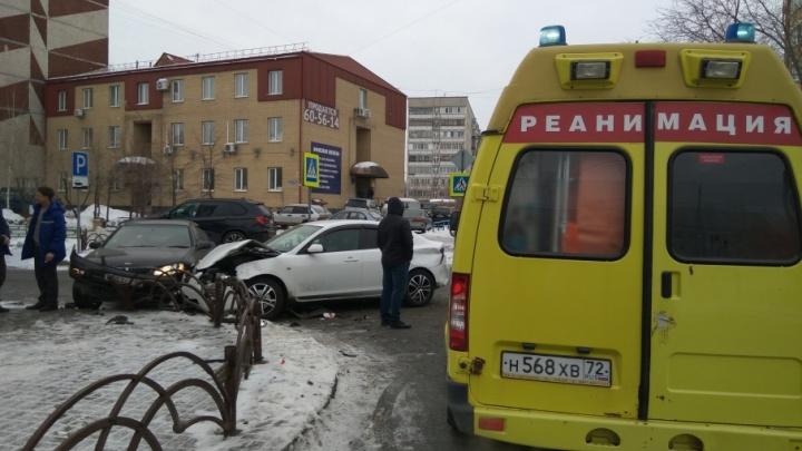 Тюменка пострадала при столкновении трех легковушек