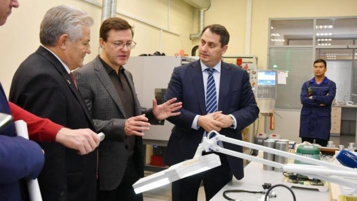 3D-атлас тела и стол «Пирогов»: Азарову показали, чем занимаются ученые в СамГМУ