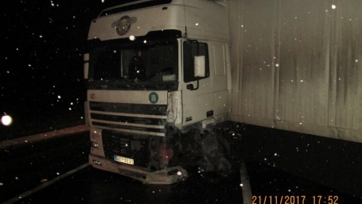 В Переславле «Тойота» врезалась в грузовик: погиб водитель