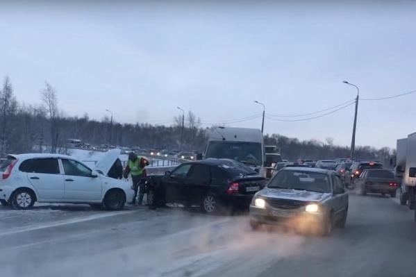 Пробки провоцируют аварии, которые провоцируют еще большие пробки