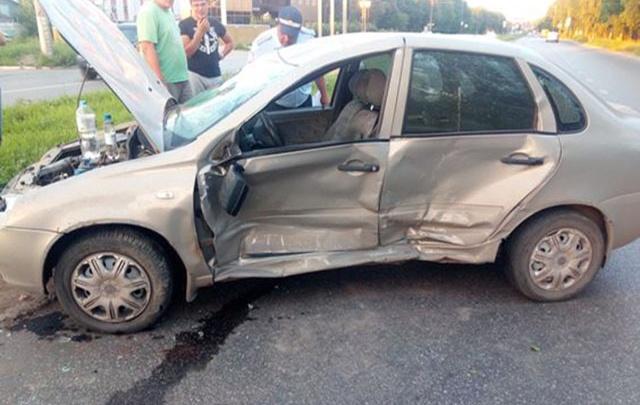 В Самарской области девушка на «Калине» влетела в «десятку», пострадали двое