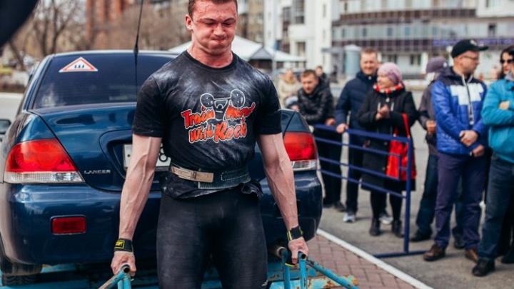 «Тренировался только на самосвале»: пермский силач рассказал, как готовится протащить «Смерч»
