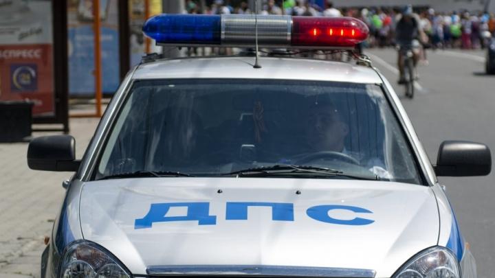 Предполагаемый виновник ДТП в Таганроге бросил разбитый автомобиль и сбежал