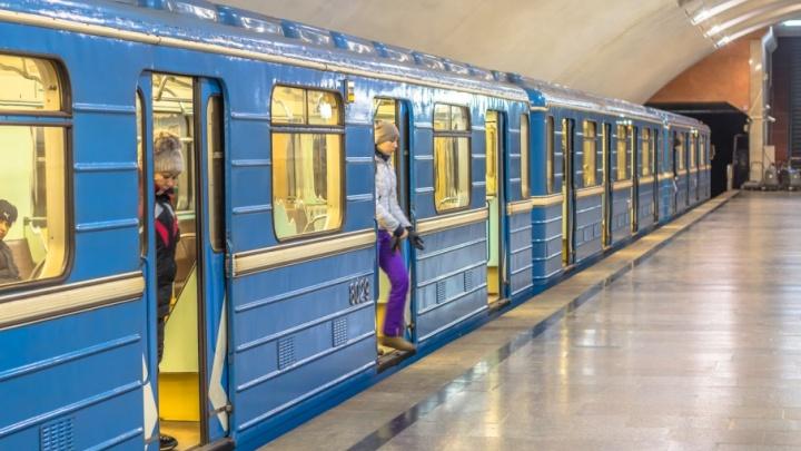 Встали вагоны в метро: на станции «Юнгородок» черный пакет приняли за бомбу