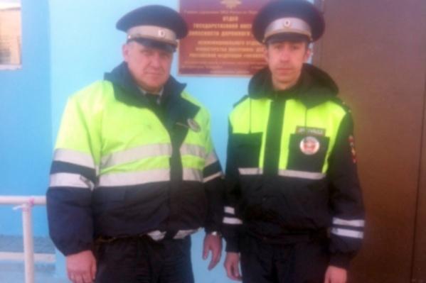 Полицейские первыми пришли на помощь пассажирам автобуса на трассе