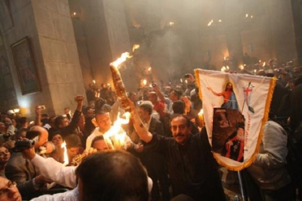 Раздача благодатного огня в Иерусалиме