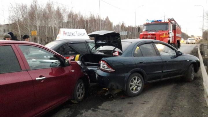 Утром в Тюмени произошла массовая авария с участием «Яндекс.Такси»