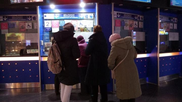 Полиция в кинотеатрах, ажиотаж в кассах и первые впечатления зрителей: в Тюмени показали скандальную «Матильду»