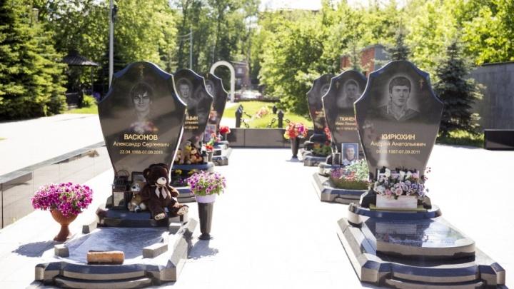 В Ярославле с могилы Ивана Ткачено украли символ «Локомотива»