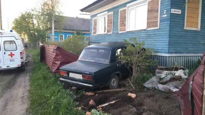 В Холмогорском районе подросток на «жигулях» въехал в дом