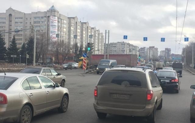 На Московском проспекте фура попала в ДТП: два района Ярославля отрезаны от центра