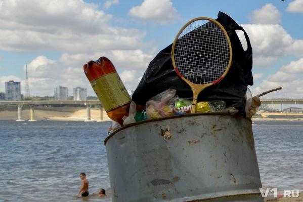 Волгоградцы, разбрасывая мусор, рискуют остаться без бесплатного пляжа