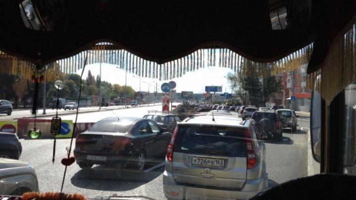 На Московском шоссе затор в сторону города: водителей пускают по дублеру