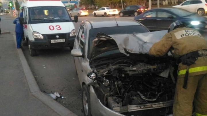 Mazda врезалась в маршрутку на улице Пермякова: есть пострадавший