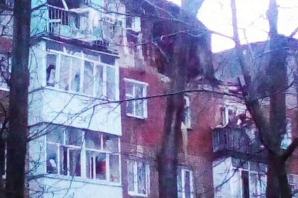 Пятиэтажка в Таганроге после взрыва