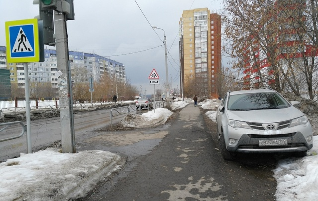 «Я паркуюсь как…»: автохамы на грузовиках и другие нарушения правил в Перми