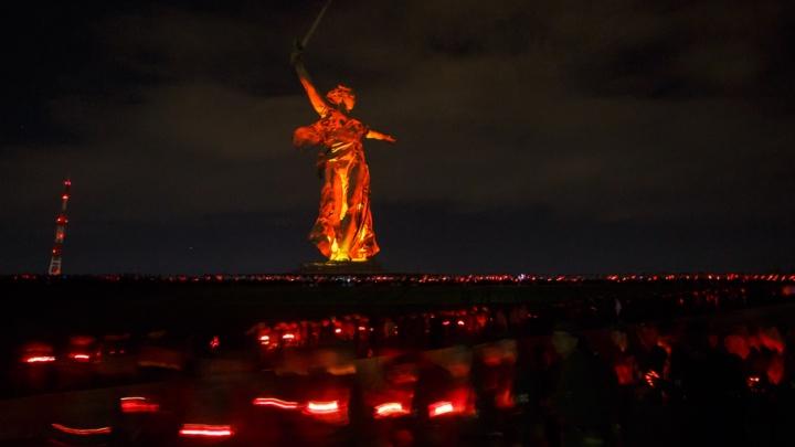 На Мамаевом кургане силовики зажгли свечи акции «Завтра началась война»
