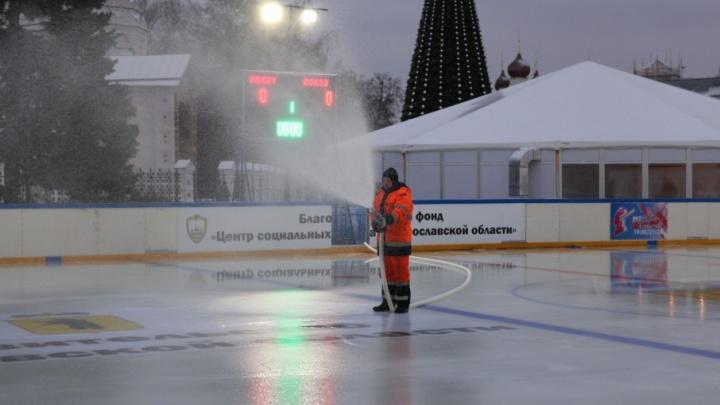 Ура, каток! Открылась новогодняя Советская площадь