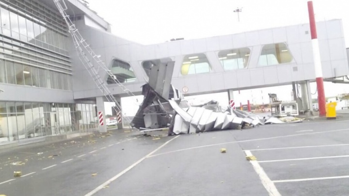 «С крыши оторвался шестиметровый кусок кровли»: подробности происшествия в Курумоче