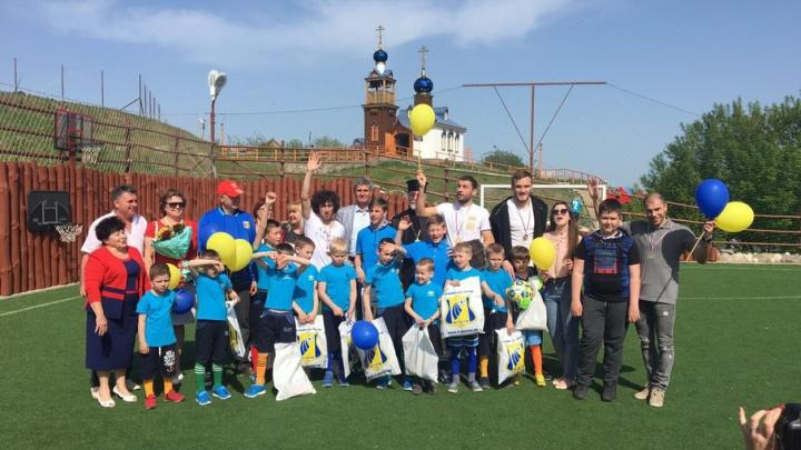 Игроки ФК «Ростов» с семьями побывали в реабилитационном центре в Константиновске
