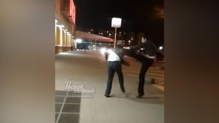 Защищал кассира: в Ростове подрались охранник гипермаркета «О'Кей» и покупатель