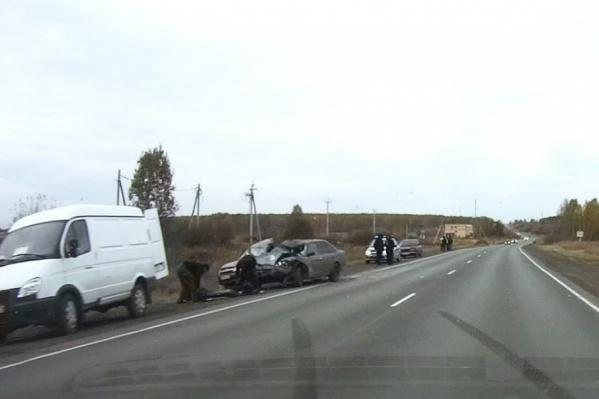 Авария произошла днём на трассе М-5 около села Долгодеревенское