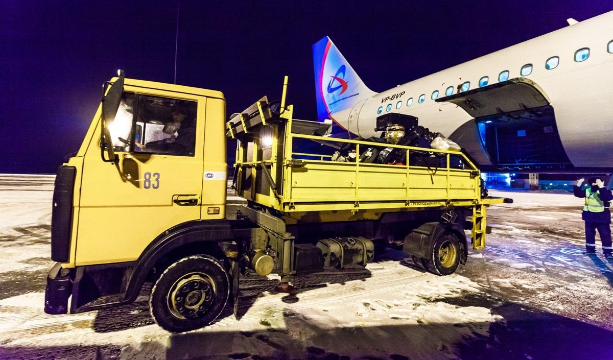 За работой грузчиков следит служба авиационной безопасности
