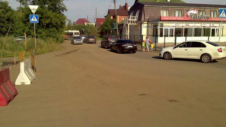 Раскопки в районе Тополинки заставили челябинцев искать объездные пути