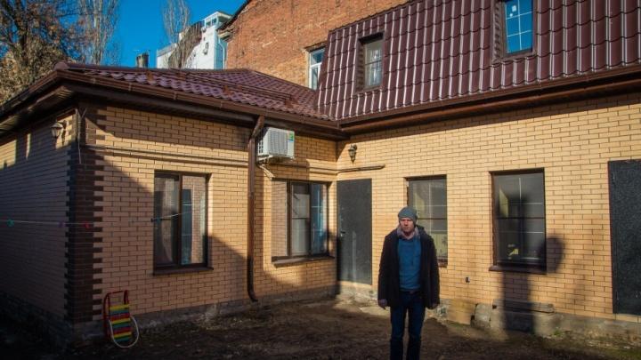 «Выселяйтесь!»: мэрия Ростова признала аварийным дом, отремонтированный жильцами, и требует его снести