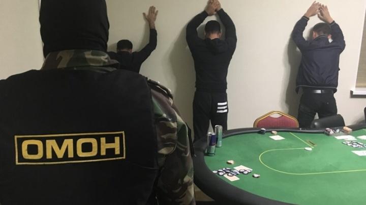 27-летний тюменец устроил в дачном доме подпольное казино: кадры спецоперации