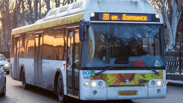 В Волгограде кондуктор пыталась выгнать ветерана из автобуса №20 за отказ оплатить проезд