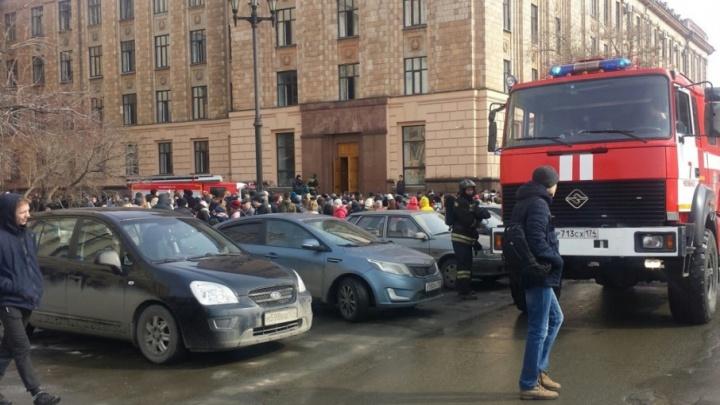 Замкнуло в вентиляции: из главного корпуса челябинского вуза эвакуировали студентов