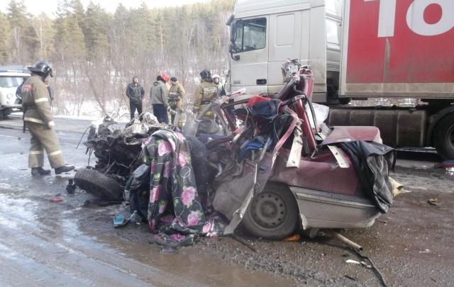 Момент ДТП с двумя жертвами на трассе М-5 в Челябинской области попал на видео