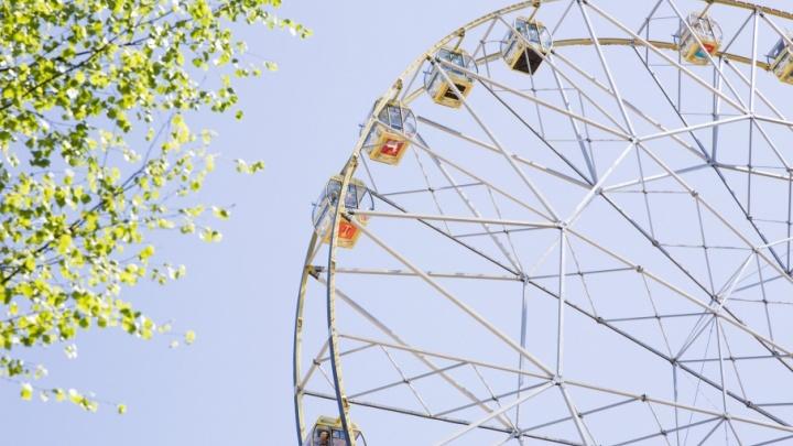 Ярославское колесо обозрения запустили: в каждую кабину загрузили по полтонны