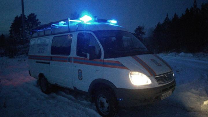 «Он мог провалиться под лёд»: спасатели ищут тюменца, который уехал на снегоходе