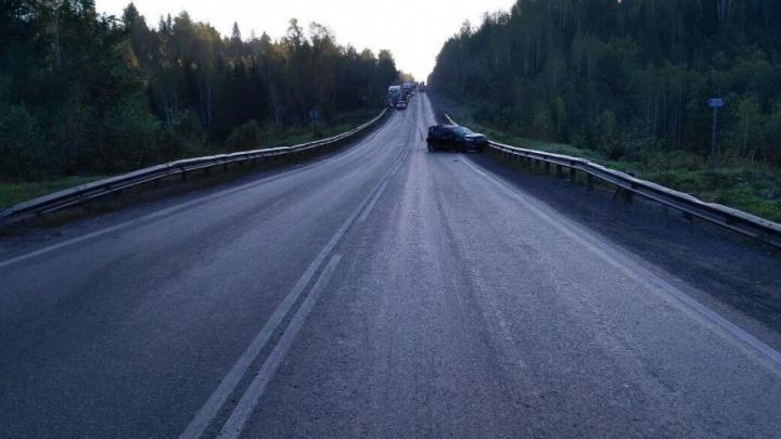 На М-5 в Челябинской области грузовик ударом сзади догнал легковушку