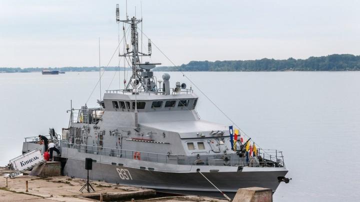 Военный катер «Кинель» отчалил от берегов Самары: судно примет участие в главном морском параде страны