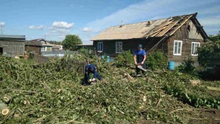 Пострадавшим от урагана жителям Карпогор окажут денежную помощь