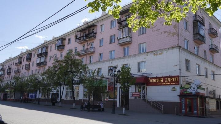 «Напоминает розового поросёнка»: в историческом центре Челябинска отремонтируют хрущёвку