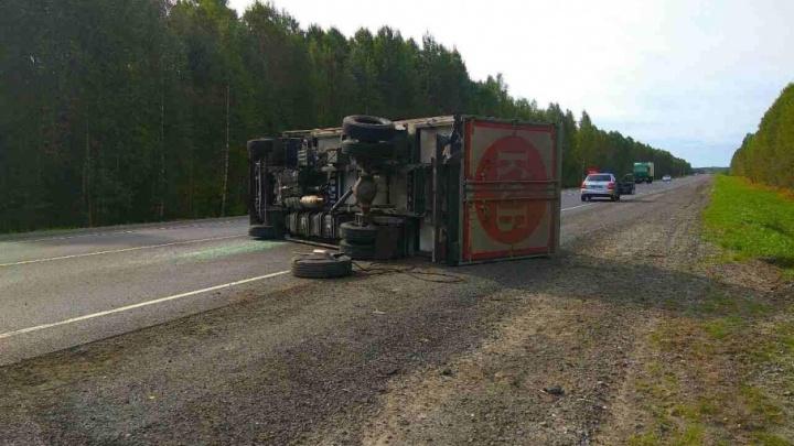 На трассе Тюмень–ХМАО водитель уснул за рулем и въехал в грузовик