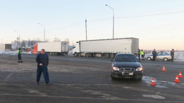 В Челябинской области автомобилист при обгоне сбил на обочине инспектора ДПС