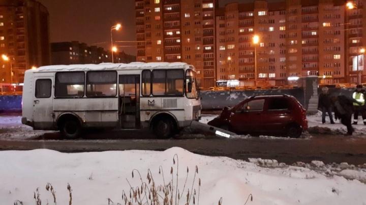 Пьяный водитель автобуса компании «Мостострой-11» устроил аварию на Широтной