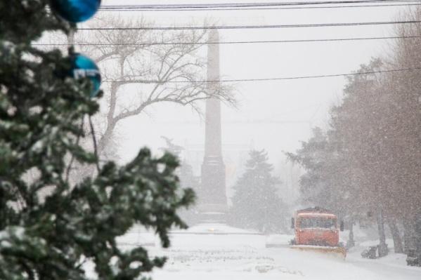 Горожане предупреждают водителей о дорогах со снежной кашей